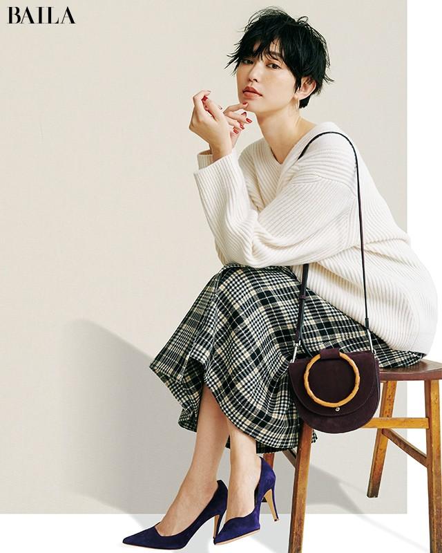 白ゆるニット×チェック柄スカート