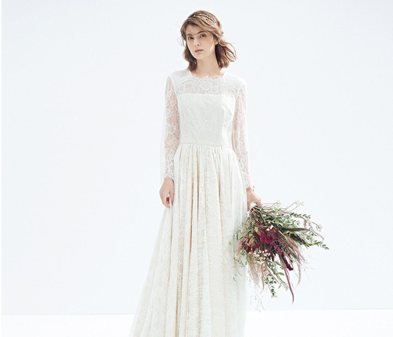 ラスティックな白ドレスは【ベイクドカラー小物】でやさしいぬくもりを