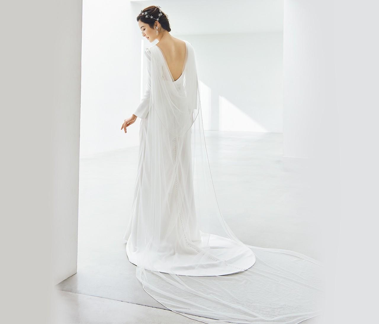モダンでハイセンスなウェディングドレスで自分だけの最高に輝く瞬間を