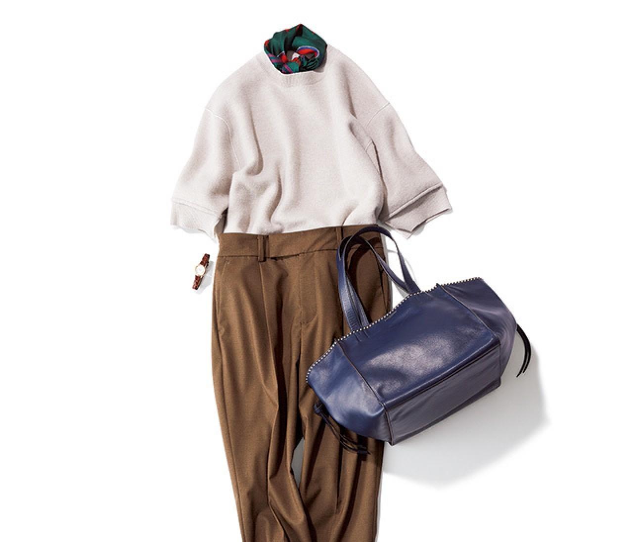 細身パンツ×ヒール靴の美脚コンビは、腰高バランスで秋バランスに