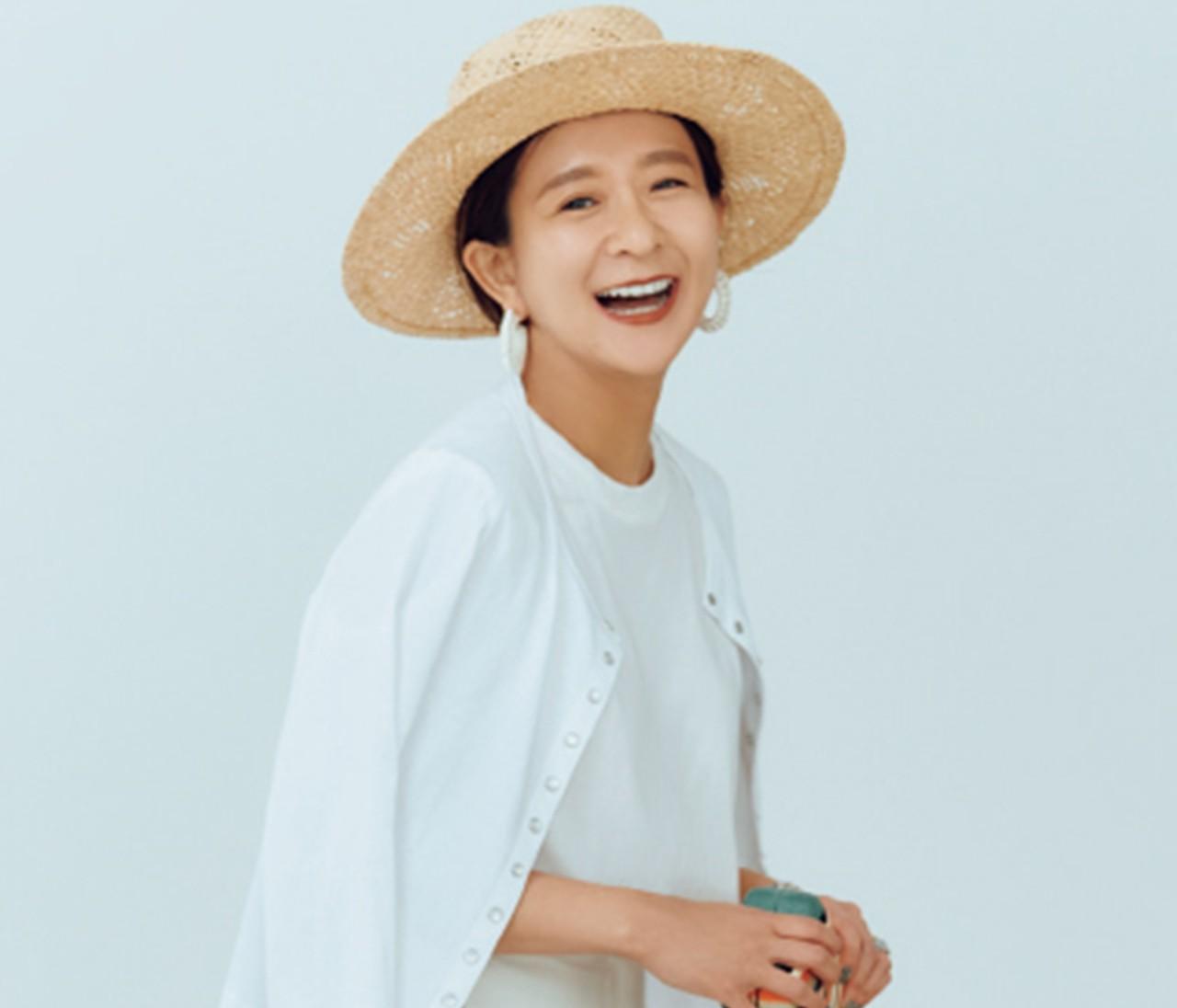 スタイリスト佐藤佳菜子さんの夏スタイルが素敵すぎる♡  シンプル派必見の小物使いをチェック!