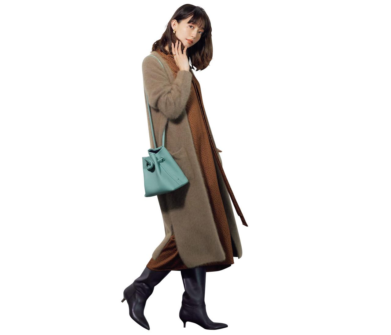 【30代冬の着やせルール6】「モヘアカーディガン」はロングブーツ合わせで細見え!