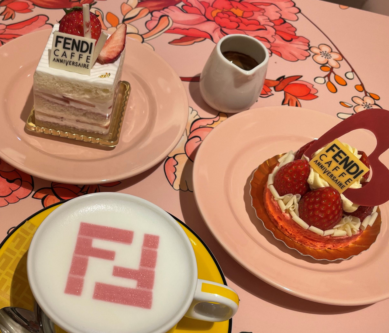 <心もお腹も満たされる>話題の「FENDI CAFE」へ♡
