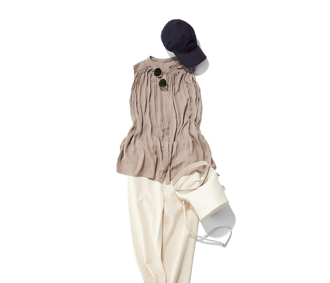 【今日のコーデ】日曜日は、ベーシュノースリ×白パンツを辛口小物できりりと