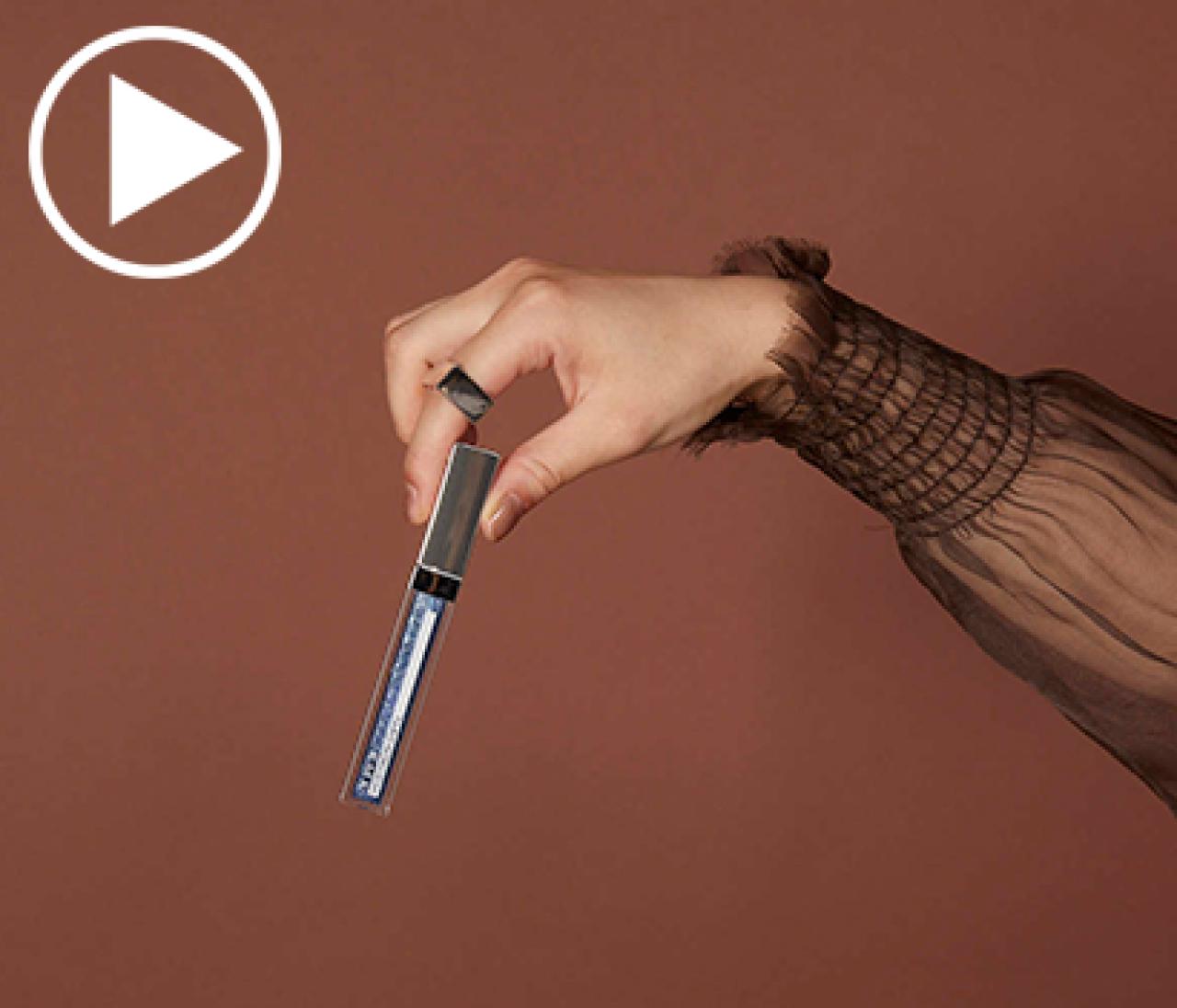 【大人のイガリメイク動画】スターダストブルーのリップグロスで表情に知性を