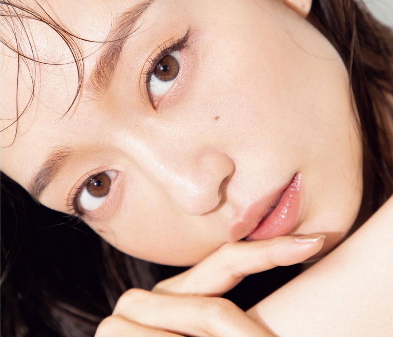 【松島 花のモデルデビュー20周年Q&A 2】愛用コスメや家トレグッズ、美容家電まで。美のヒミツを公開!