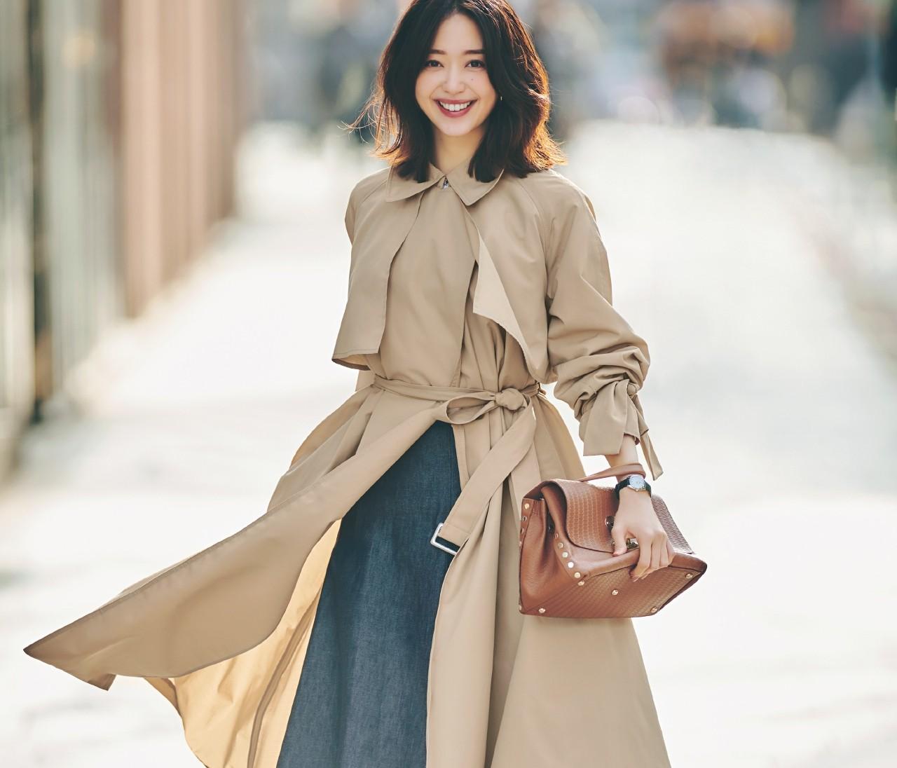 【進化系トレンチ】「超軽量トレンチ×スカート」でつくる今年流女っぽコーデ