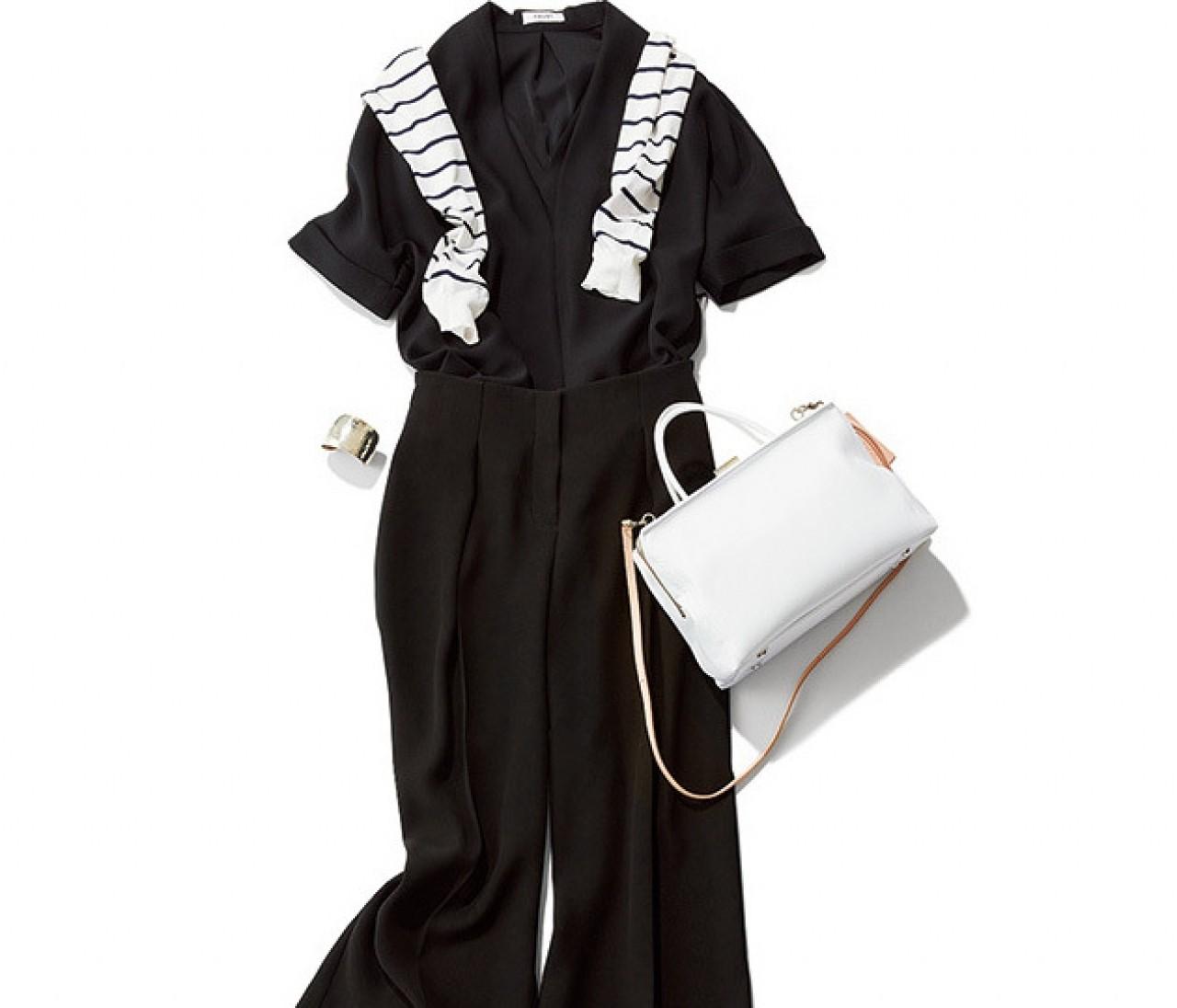 ブラックセットアップでも涼しげ♡ 夏の差し色は白&シルバーが鉄板です!