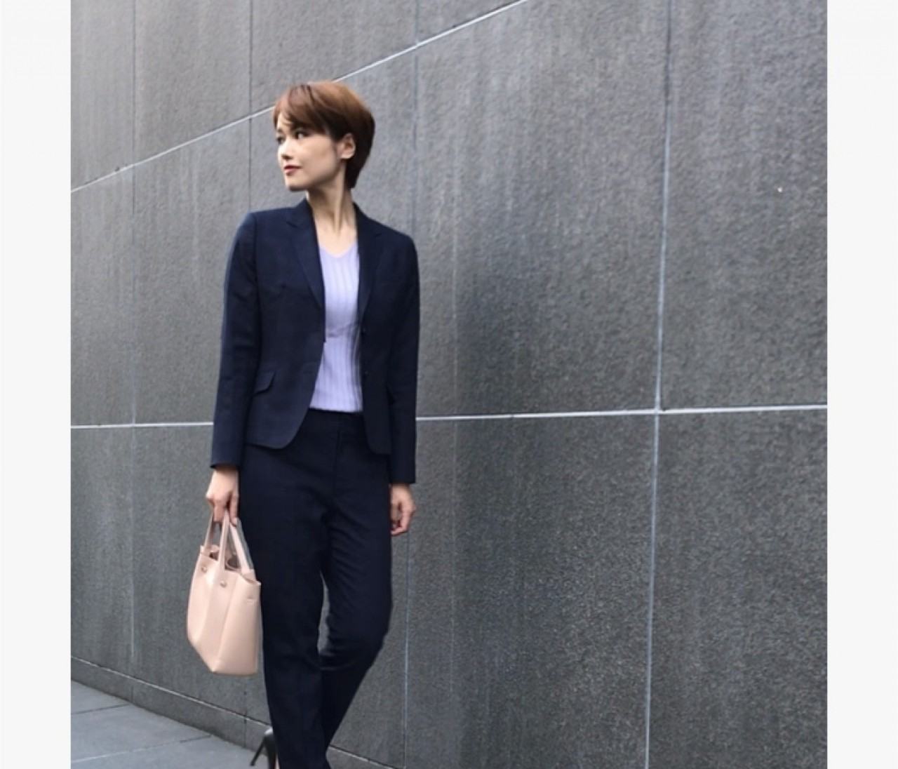 肌寒い秋には温度調整スーツに注目!360度綺麗に見せてくれるAOKIのプレシャスラインスーツ!