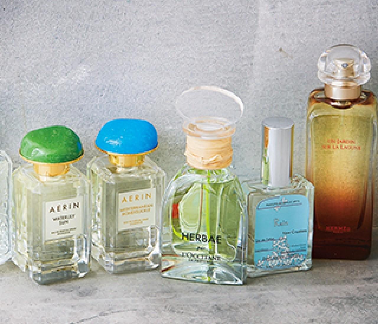 湿度の高い日こそ香りをまとって。雨の日につけたい【美しい香り7選】