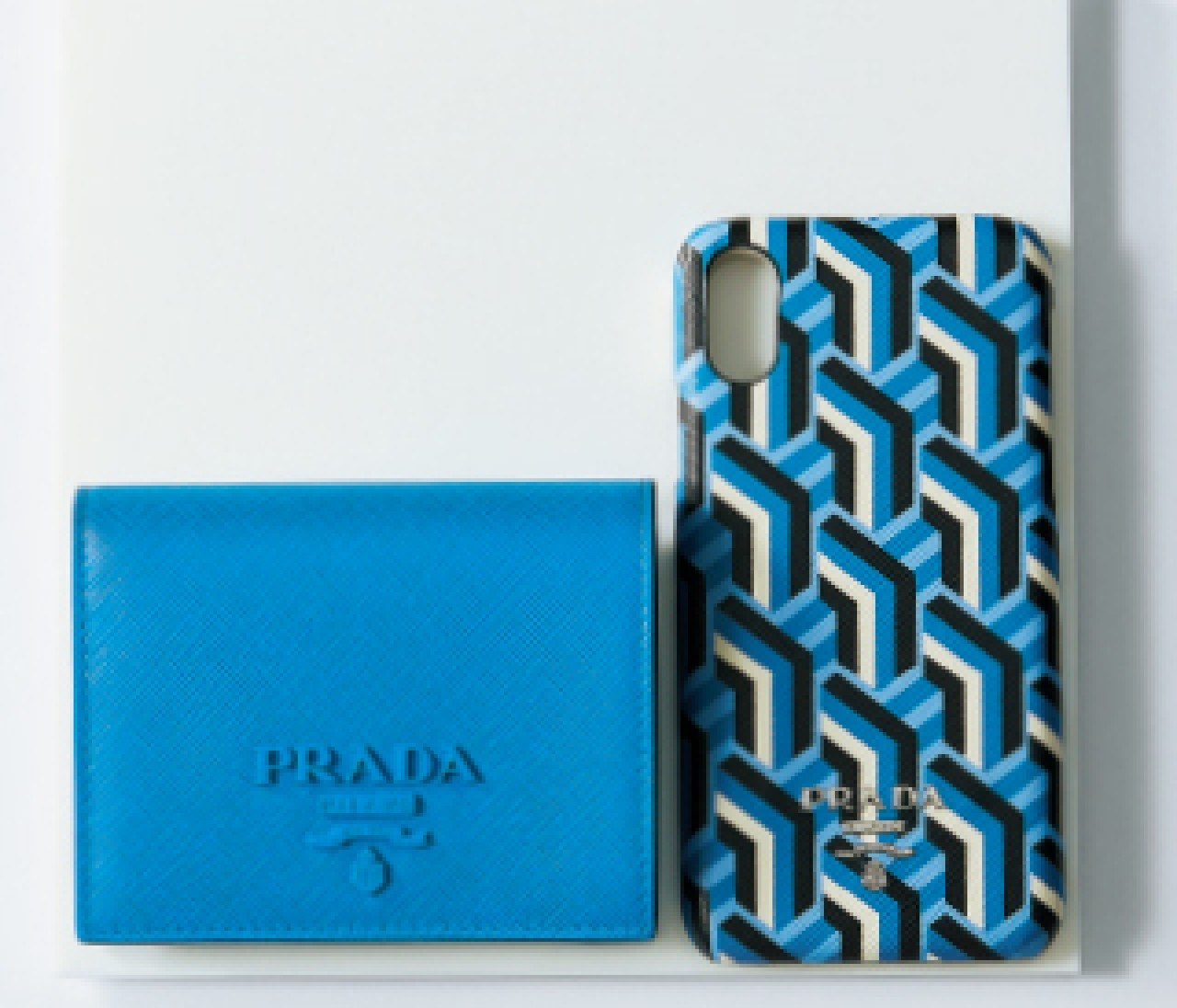【PRADA】夏に最適なブルーの小物がトップメゾンから登場! スモールレザーグッズ⑥