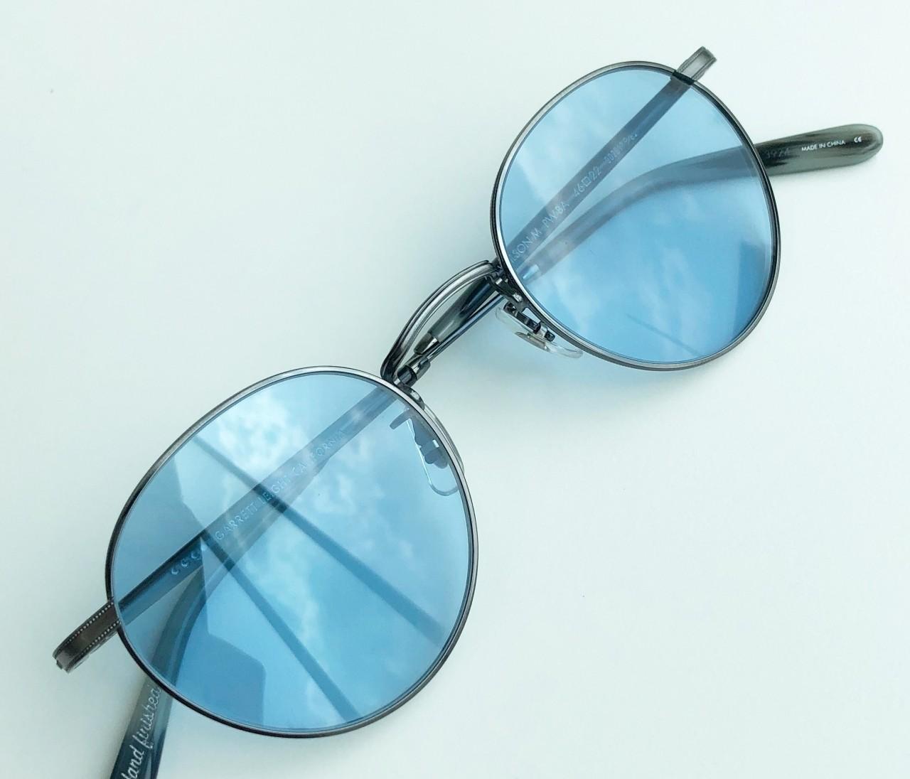 【エディターのおうち私物#14】毎日が楽しくなる在宅ファッション/「GLCO」のサングラス&「ATELIER BÉTON」のロンT