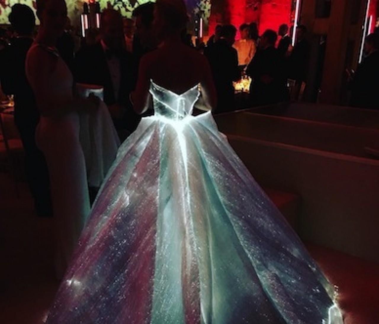 セレブ盛装祭り☆METガラ速報「光るドレスのあの娘は誰?」