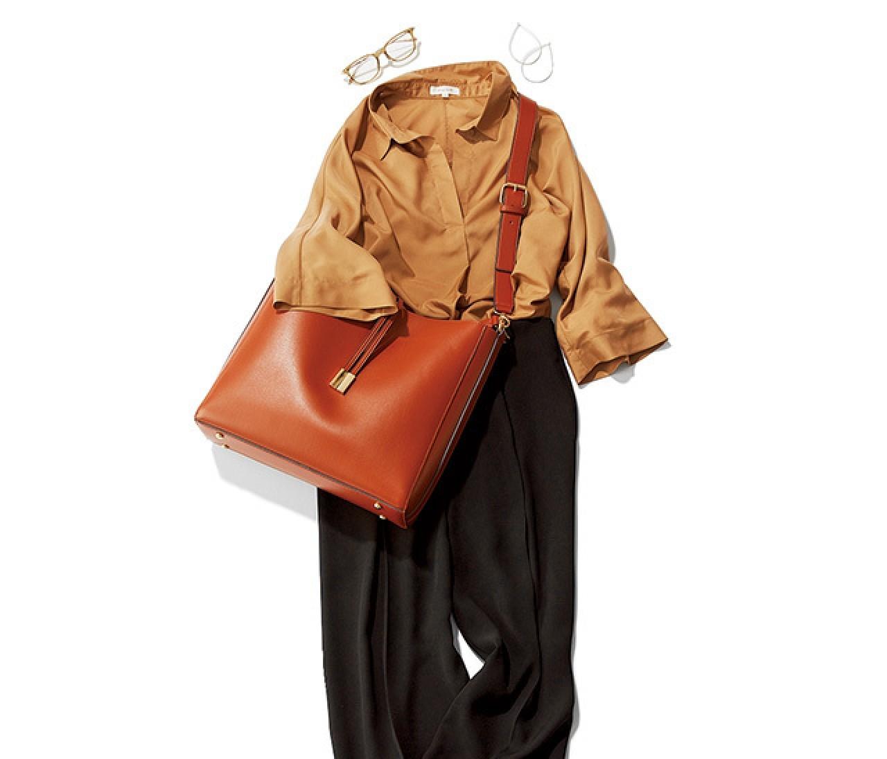 頼るのはやっぱり洗えるシャツ! こっくり色でも涼しげなパンツスタイルで通勤!