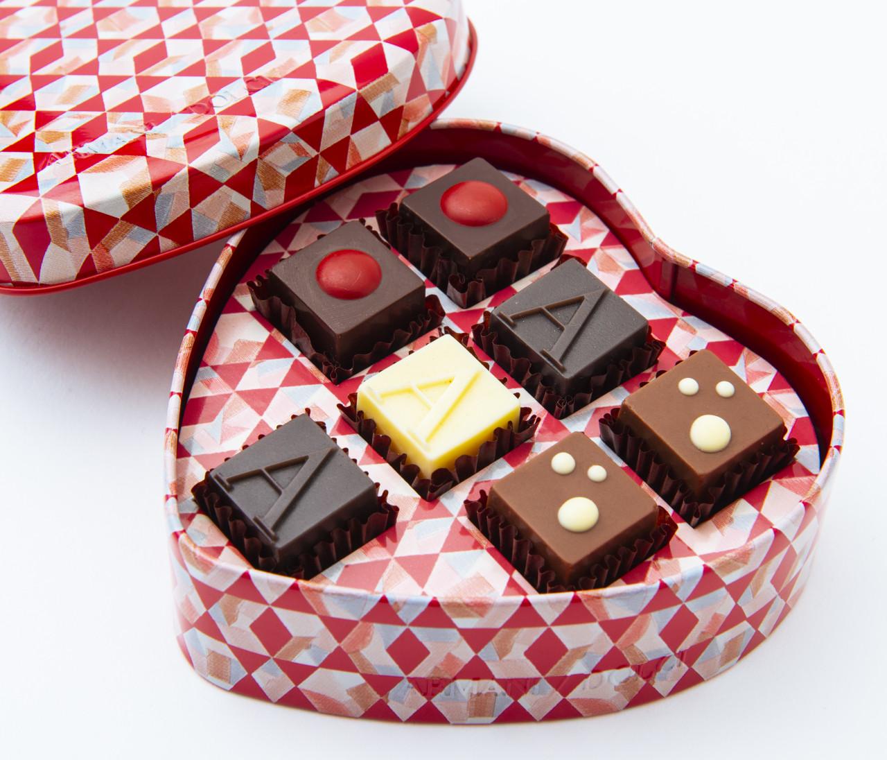 【バレンタイン】女友達にあげたい限定チョコ&彼氏にあげたいコラボグッズや限定カフェメニューも!【TikTok LIVE配信でも紹介!】