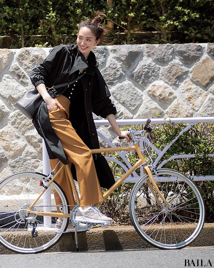 自転車通勤の日は、フェミニンなVネックコーデにマウンテンジャケットを加えてスポーツMIXスタイル!【2019/9/24のコーデ】_1