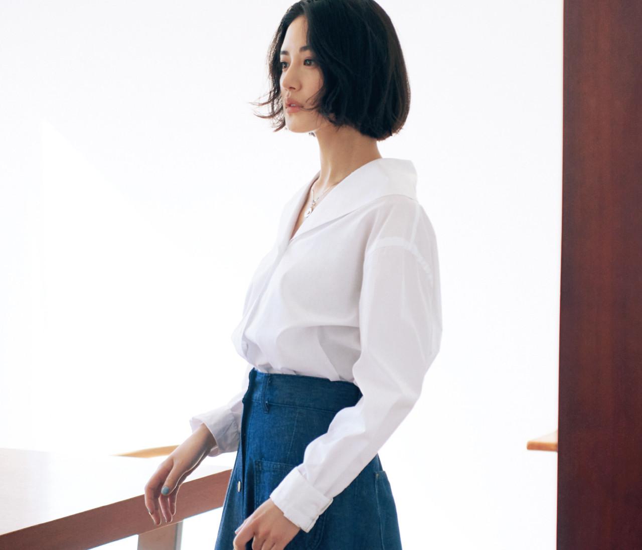 【藤井夏恋とシャツ】真っ白、ベージュ、ブルー…今季のとっておきシャツはこう選ぶ、こう着る!