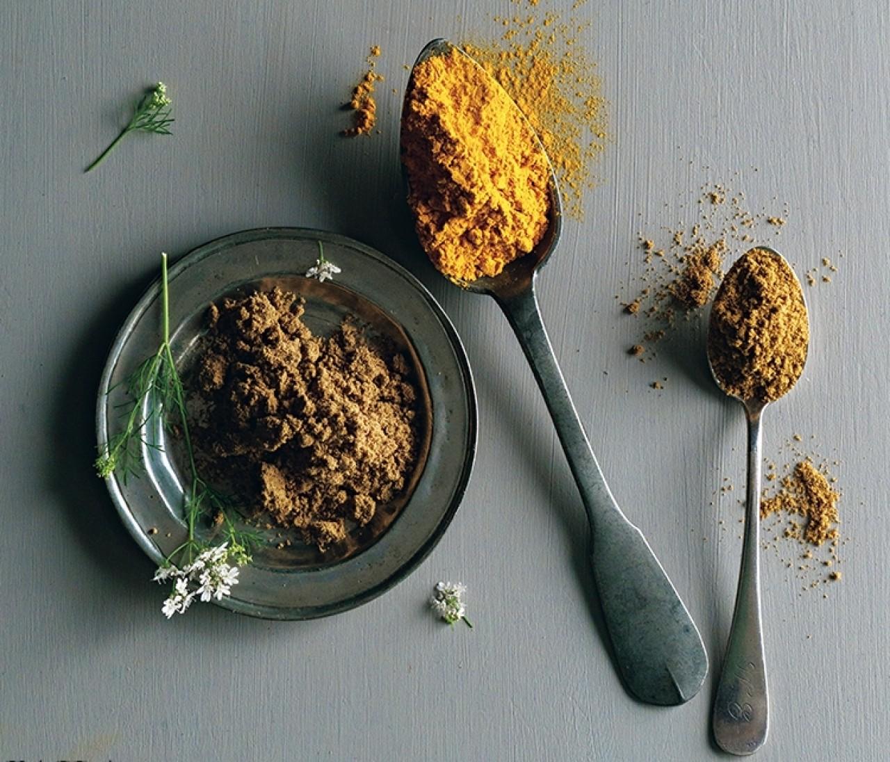 【印度カリー子さんの簡単スパイスレシピ9選】万能カレーの素、グレイビーソースの作り方は必見!3つのスパイスですぐできる!