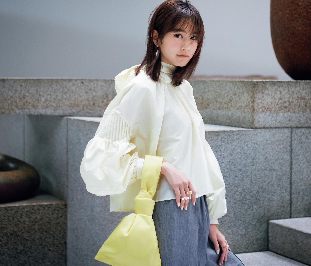 【桐谷美玲】大人っぽく着るやわらかイエローのショートパンツコーデ