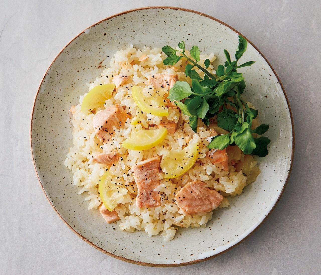 酸味とコクがマッチ!【サーモンとレモン】の炊き込みご飯のレシピ