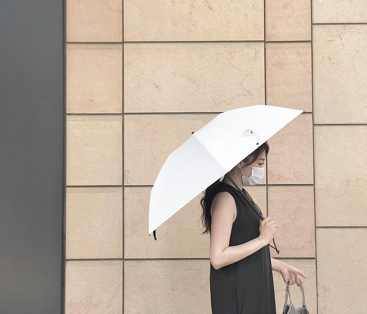 完全遮光!長く愛用できるサンバリア100の日傘を購入