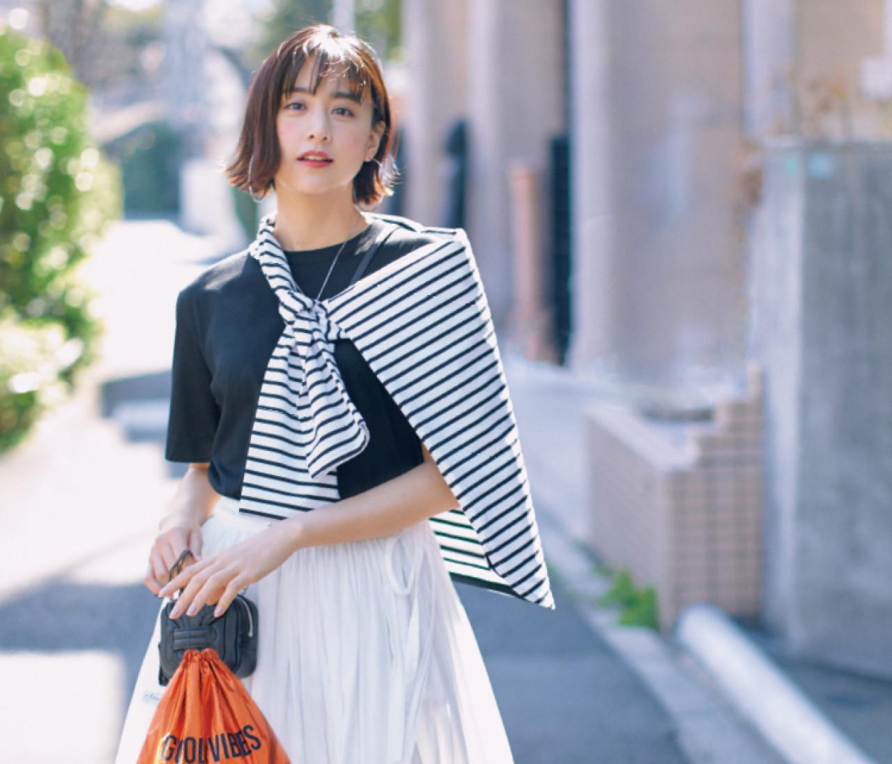 【大人のTシャツコーデ】シンプルな黒TやトレンドのフォトT、大人が着るならこう!