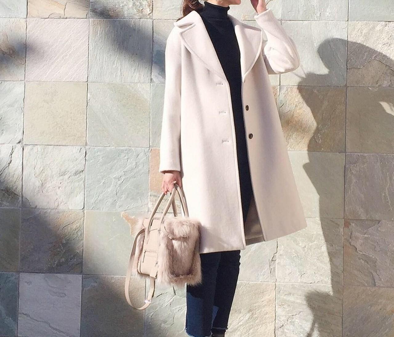大人の可愛げアイテム♡白のオーバーコート