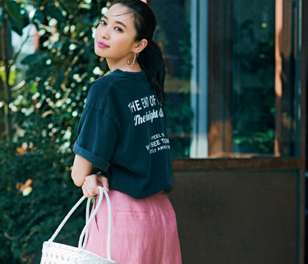 木曜日は、ロゴTときれい色パンツでヘルシーカジュアル【30代今日のコーデ】