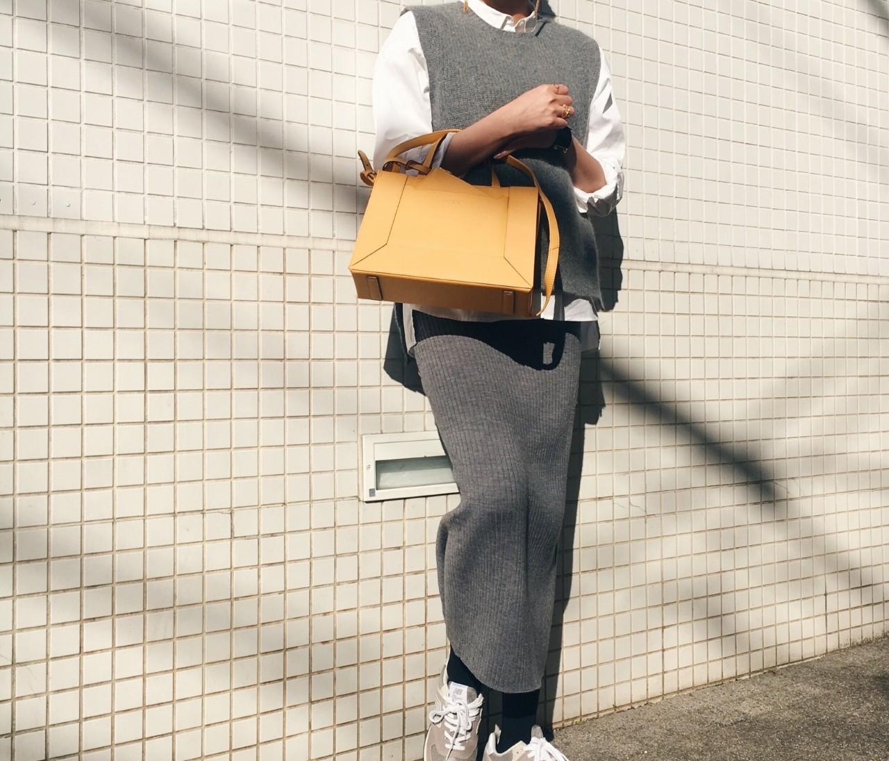 全身プチプラ。ワントーンコーデに春色バッグ。