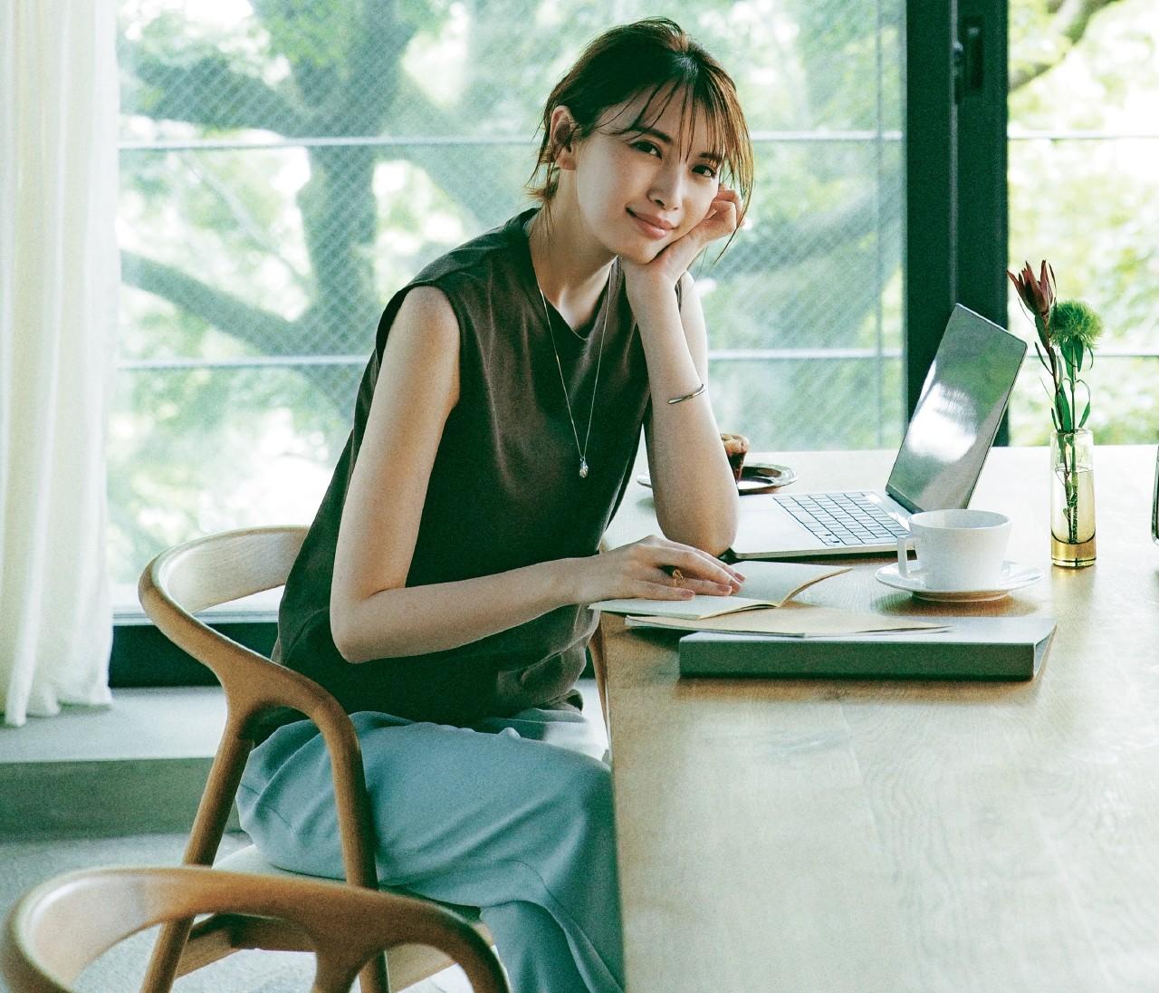 【30代女性の働くおウチ服】在宅ワーク用きれいめカットソー&ウエストゴムパンツ、おしゃれで使えるのはこちら!