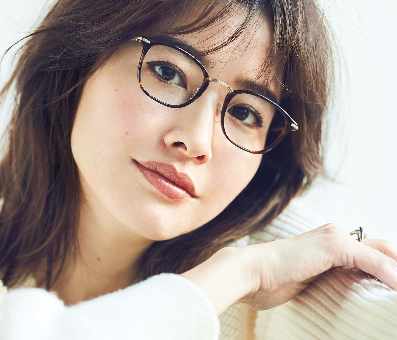 【美人メガネまとめ】顔立ちに似合うメガネを選んで美人見え!