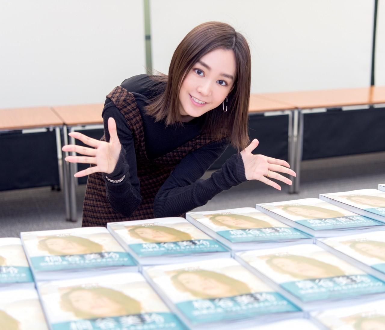 【桐谷美玲】1000冊にサイン完了♡ 30歳記念フォト&スタイルブック『zukan』発売直前密着レポ速報!