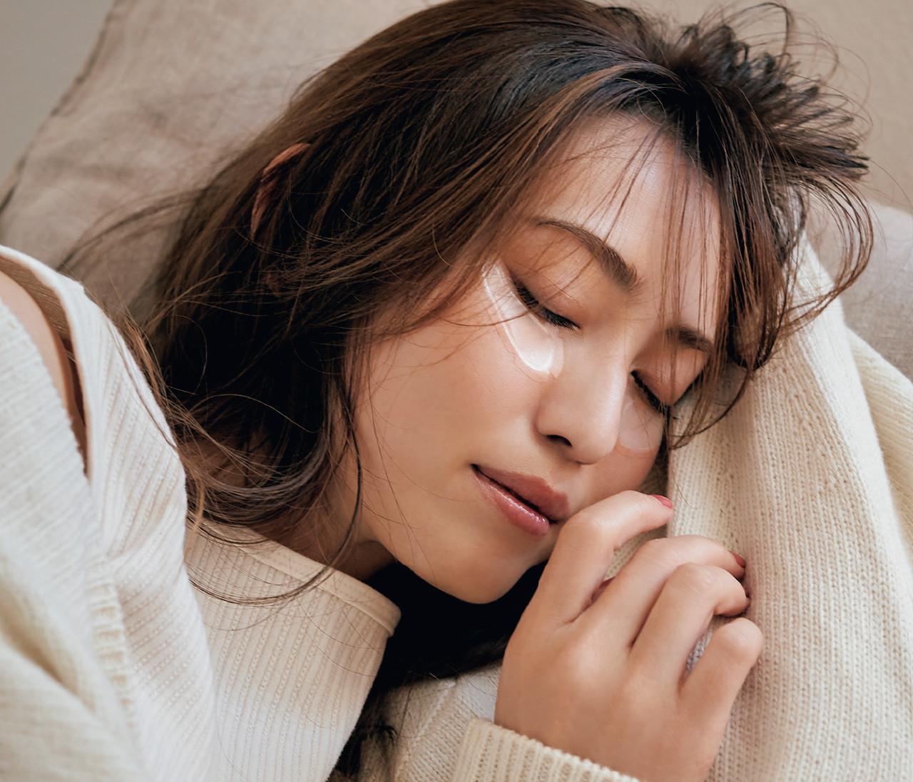 """寝ている間はニードルパッチ。翌朝、悩みがなかったことに!【有村実樹さんの""""ながら美容""""のススメ】"""
