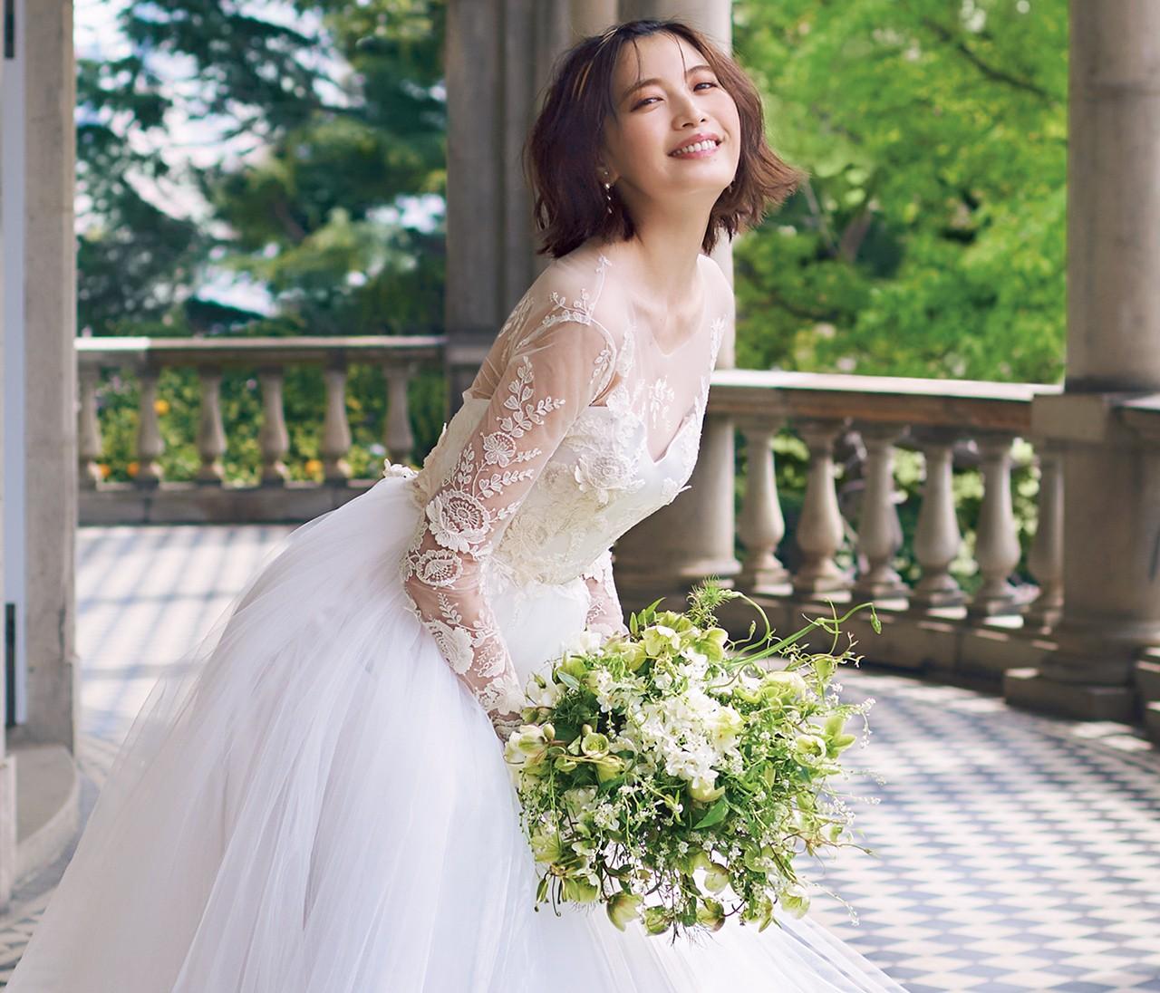 理想の女性らしさがかなう、ノバレーゼの清潔感ある肌見せドレス