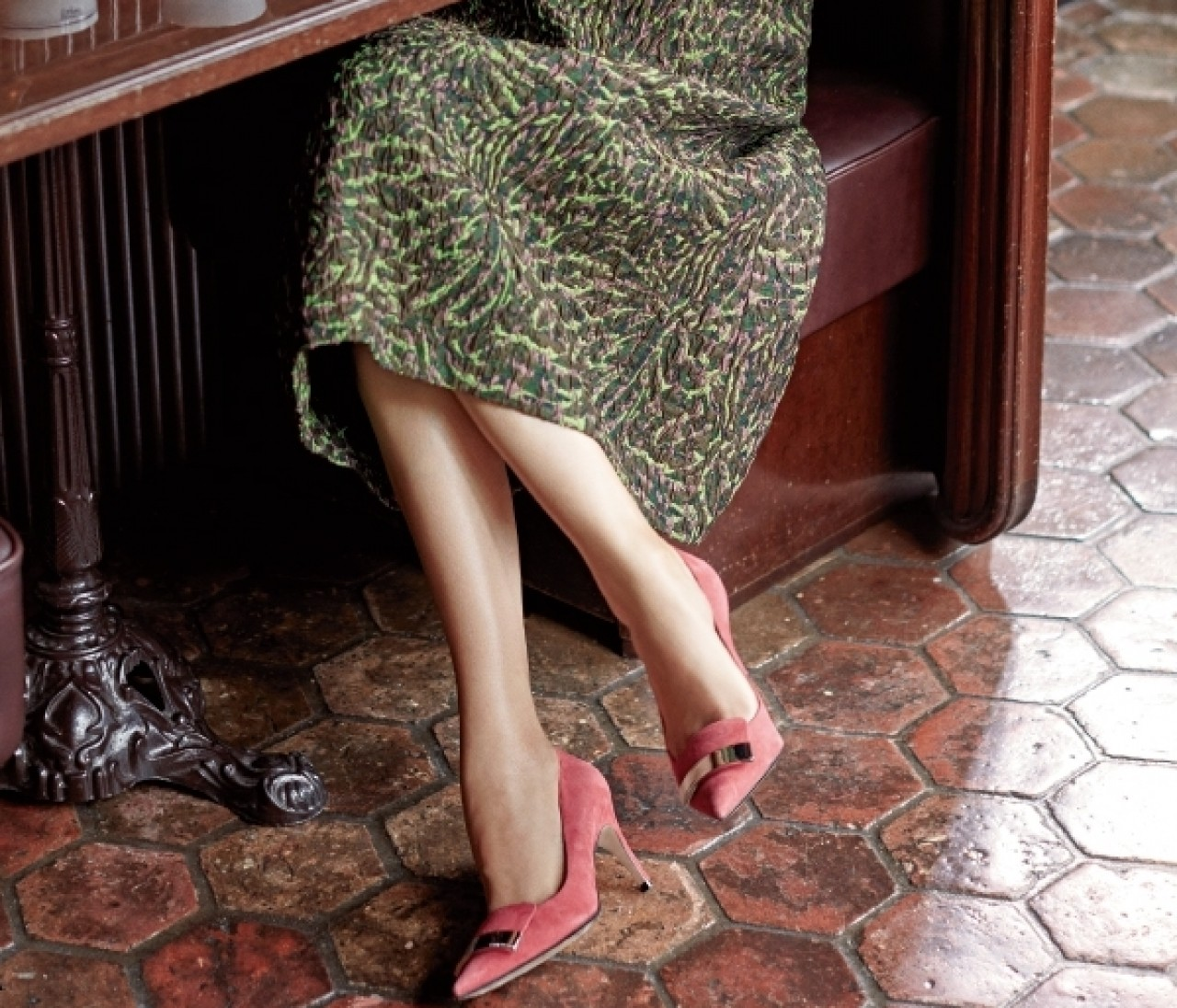 靴作りの名手「セルジオ ロッシ」の靴で気負わない女らしさを