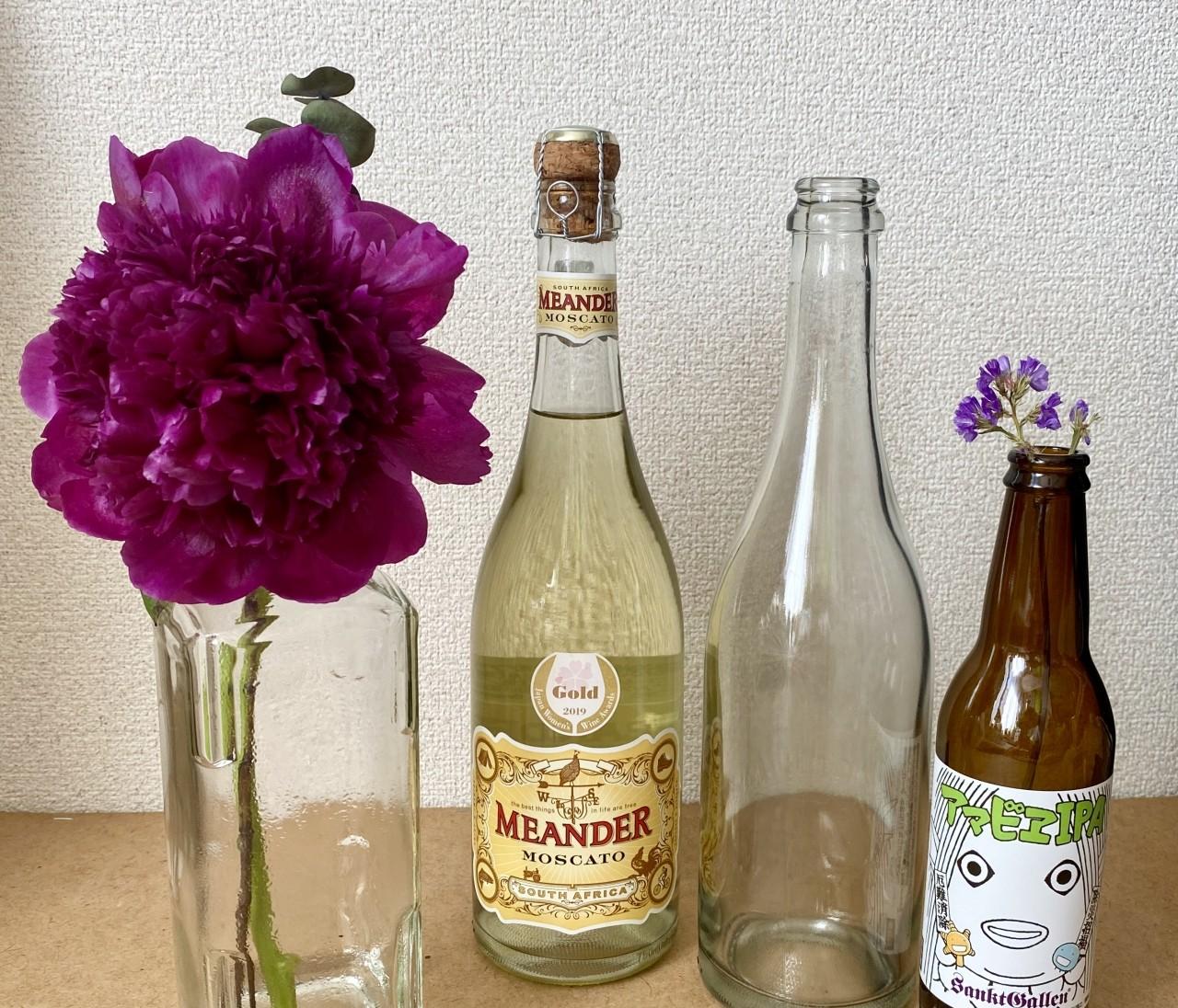 【エディターのおうち私物#24】生け花が意外とおしゃれに見える、空き瓶のリユース方法( #StayHomeWithFlowers )