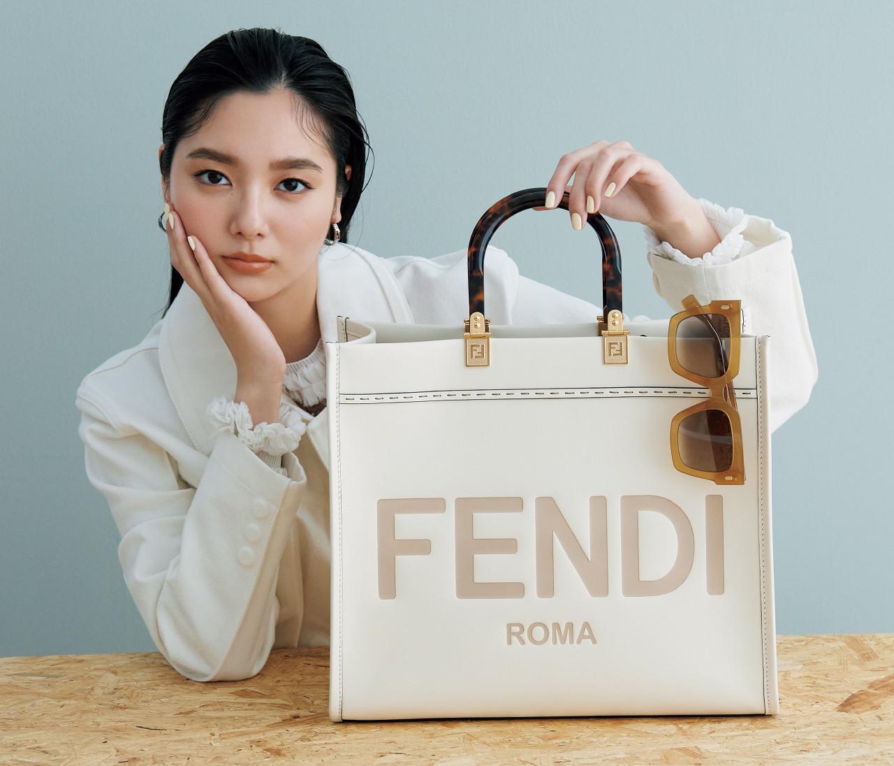 【フェンディ】ロゴが効いたトートバッグ&ミニ財布の最新をチェック!