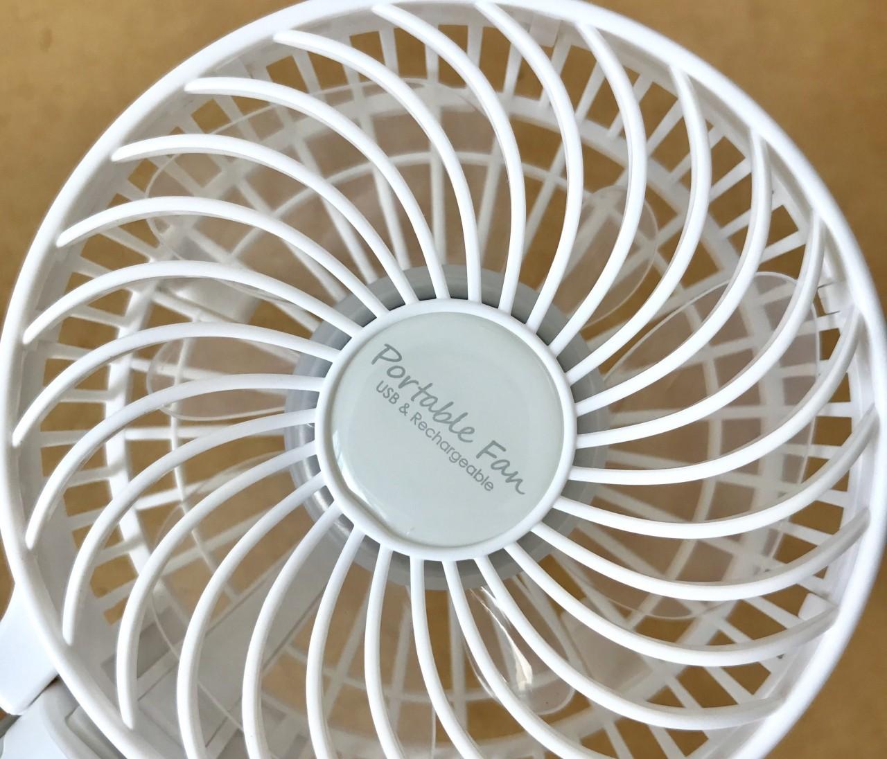 絶賛愛用中【ニトリ】スマホ充電もできる3WAYハンディファン(小型携帯扇風機)