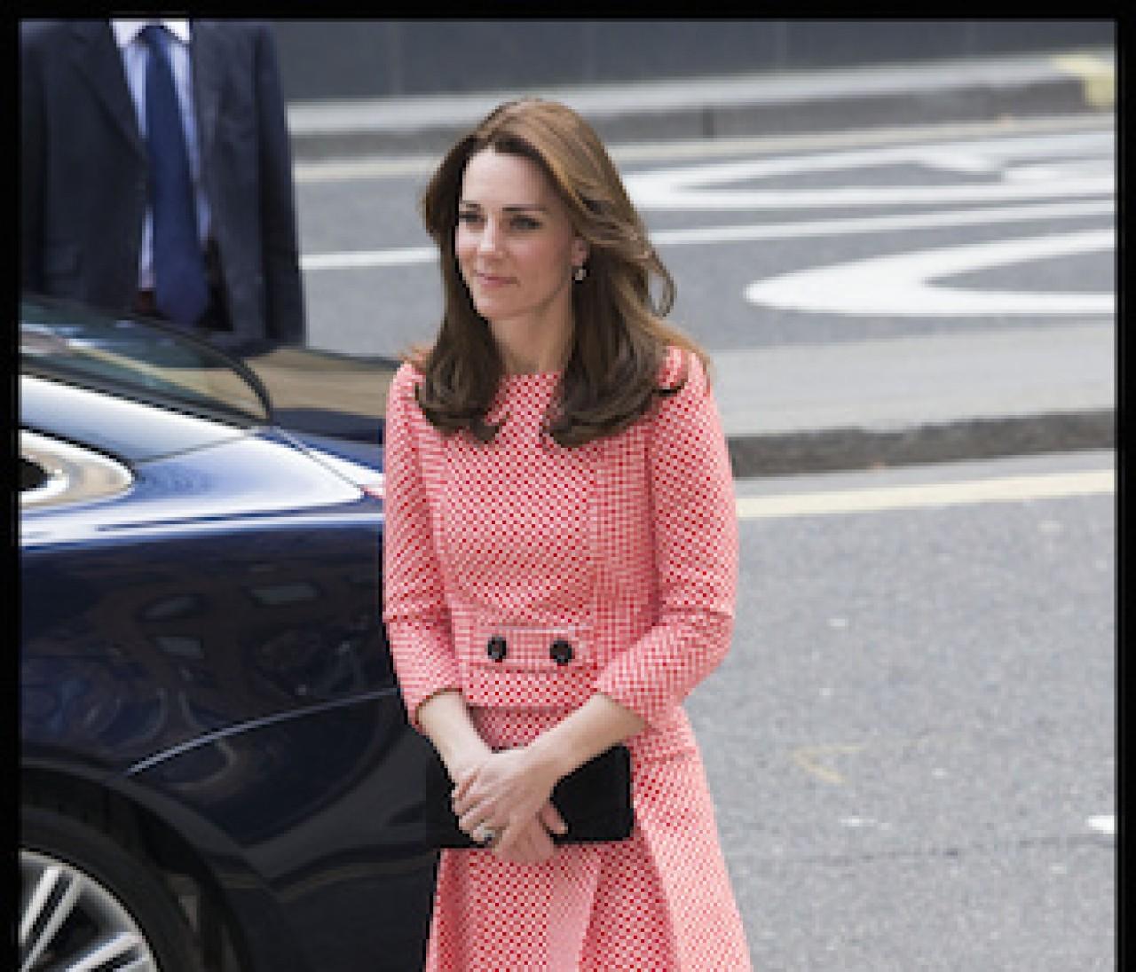 即真似できる! キャサリン妃の長袖キレイ色ワンorツーピース