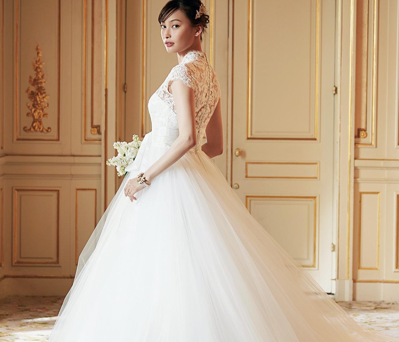 100%花嫁にやさしいデザイン、ノバレーゼのウェディングドレス