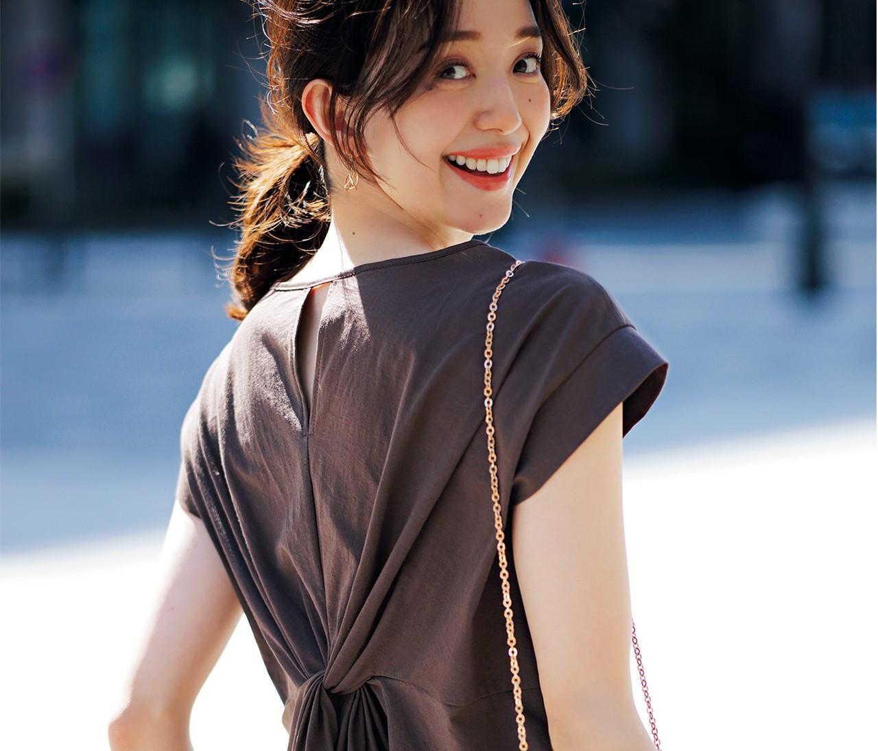 旬色Tシャツ+サテンスカートのセットアップで着映え