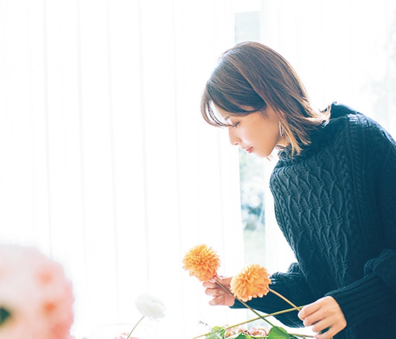 一輪で映える花でホムパの食卓をドレスアップ【カトパンのあえて小さく飾る花レッスン】