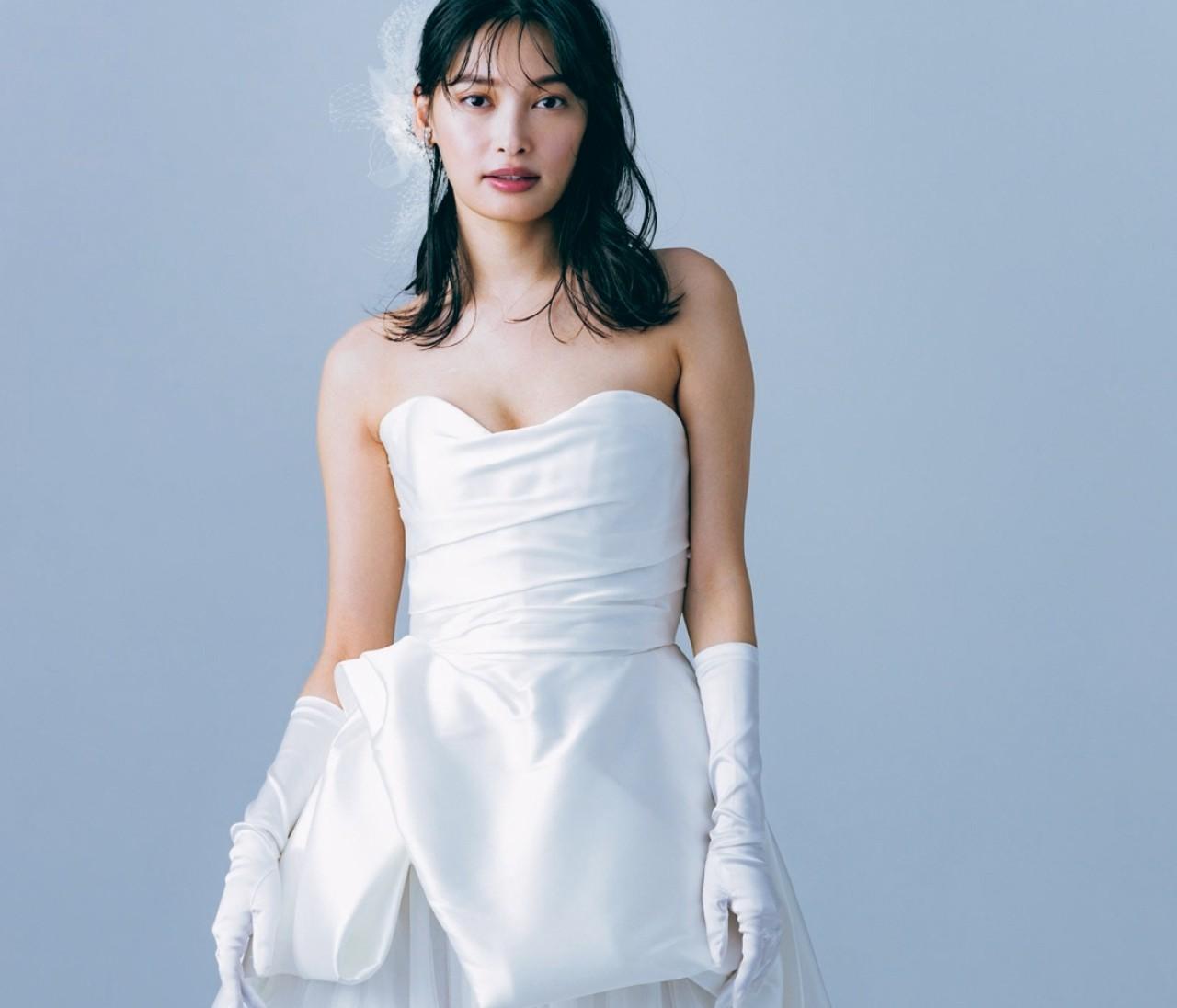 360度フォトジェニックなドレスにはシンプルアクセで優美に【withコロナ時代の写真映えドレス6】