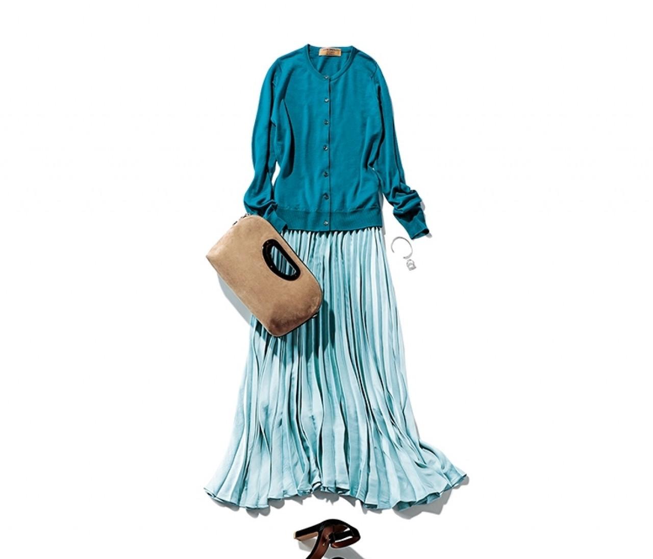 寝不足気味な日は、清涼感のあるカラーで大人なスカートコーデ【2019/8/26のコーデ】