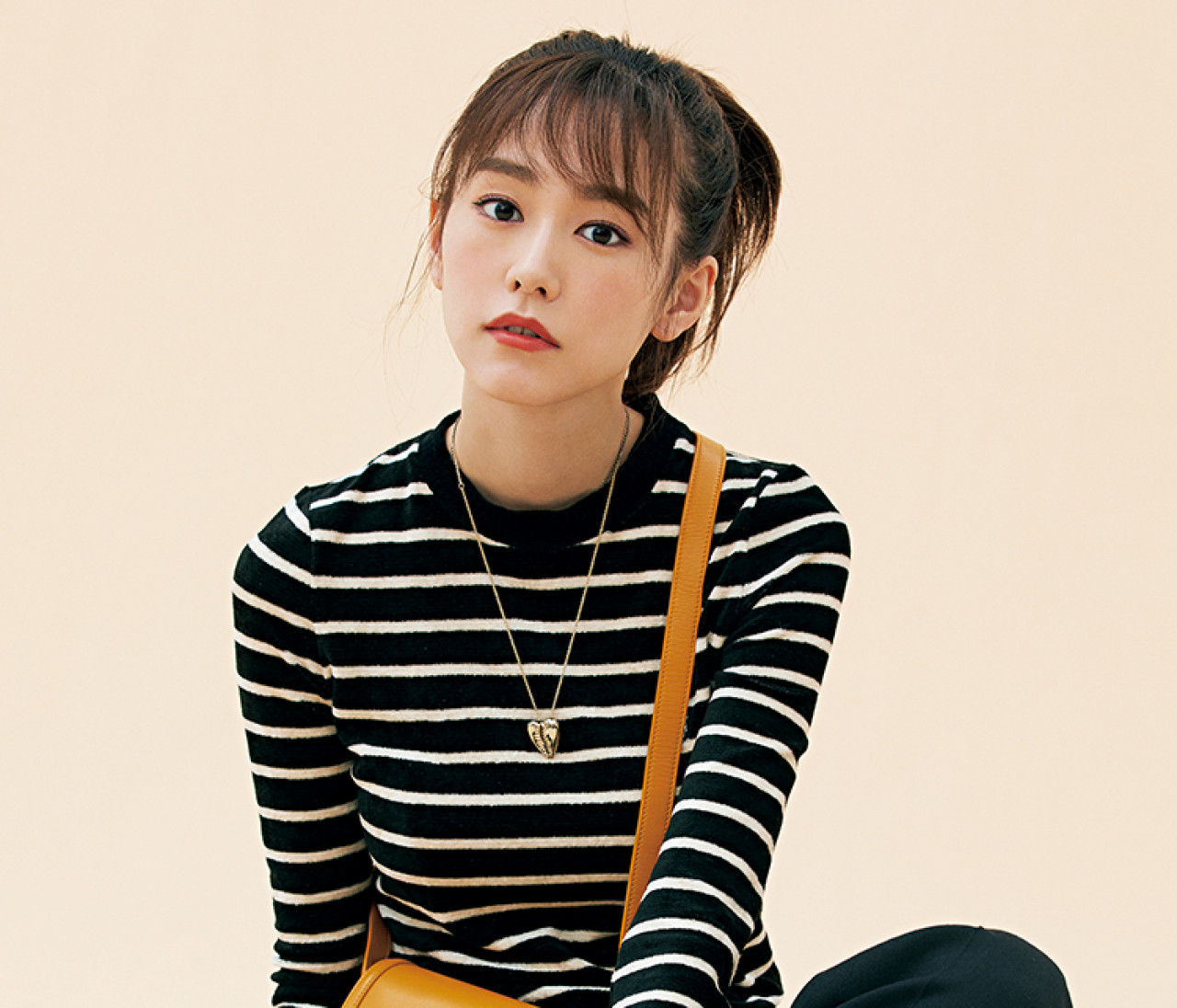 【桐谷美玲×サンローランの新作バッグ】クロスボディバッグとボーダーの相思相愛!