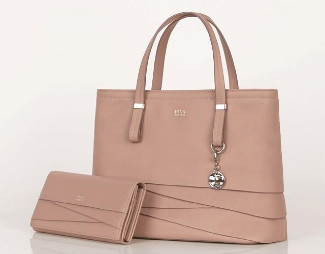 designer fashion 80935 cb047 ニナ・ニナ リッチがデビュー! 新しいバッグや財布を見つけに ...