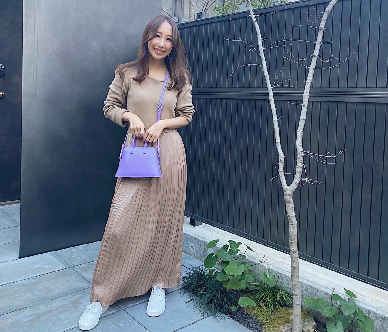 【エレンディーク】のワンピとヤーキの派手色バッグで春コーデ!