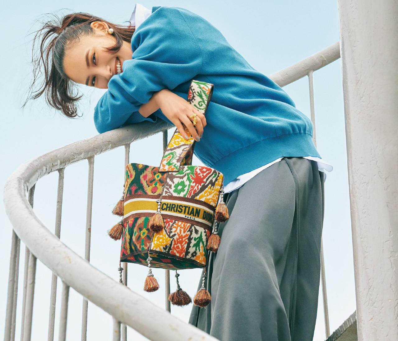 「ディオール」の春新作、刺繍バッグやフラットサンダルが新鮮!