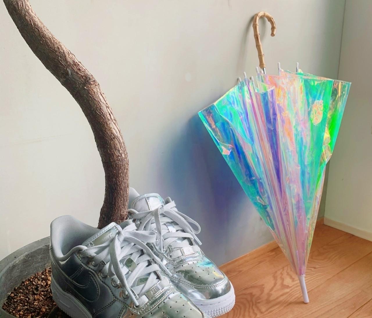 【エディターのおうち私物#56】一目惚れしたおしゃれビニ傘と2足目エアフォース1で、雨でもごきげん♪