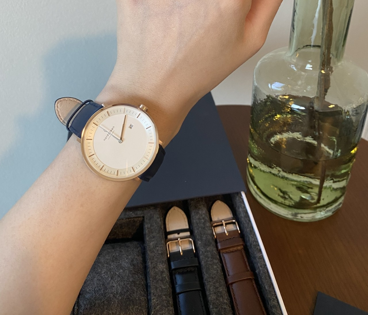 北欧スタイルのミニマルな腕時計